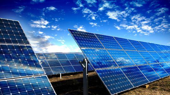 Photovoltaik-Deckel bleibt vorerst bestehen: Mini-EEG-Novelle im Bundestag beschlossen