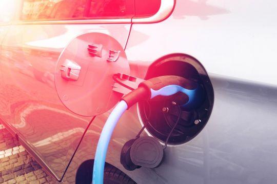 Wasserstoff im Straßengüterverkehr – macht der Wasserstoff-Verbrennungsmotor dem Brennstoffzellen-Elektroantrieb Konkurrenz?